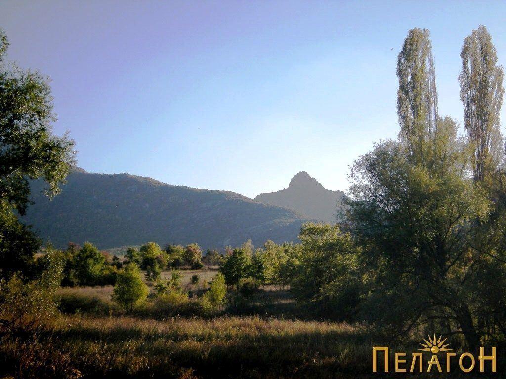 Култниот Златоврв доминира и со атарот на Небрегово