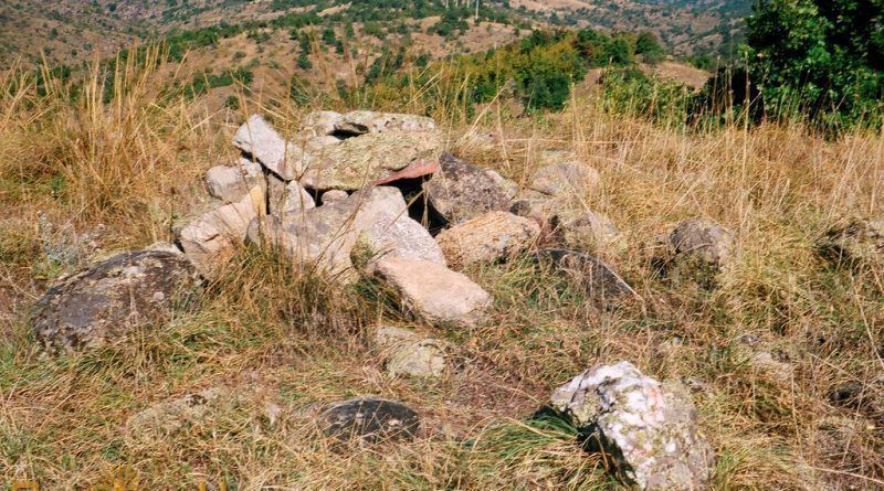 Остатоци од градежен камен во тврдината