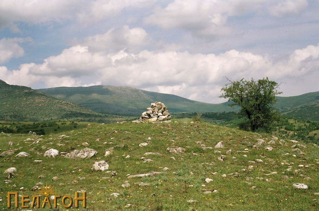 Тумул на соседниот Радов Рид
