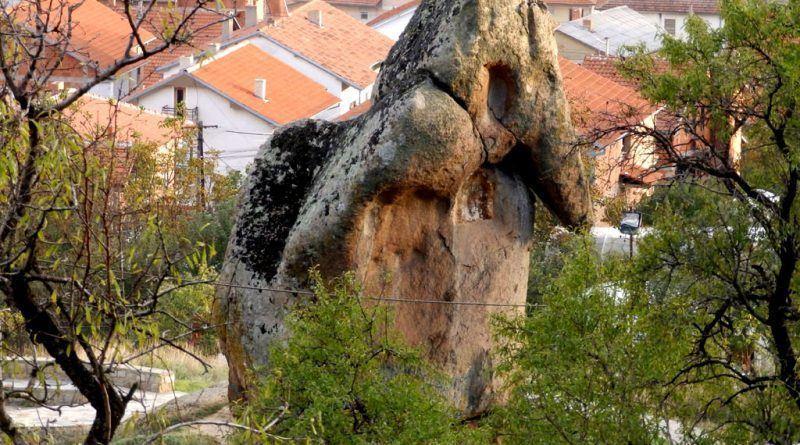 Камениот слон