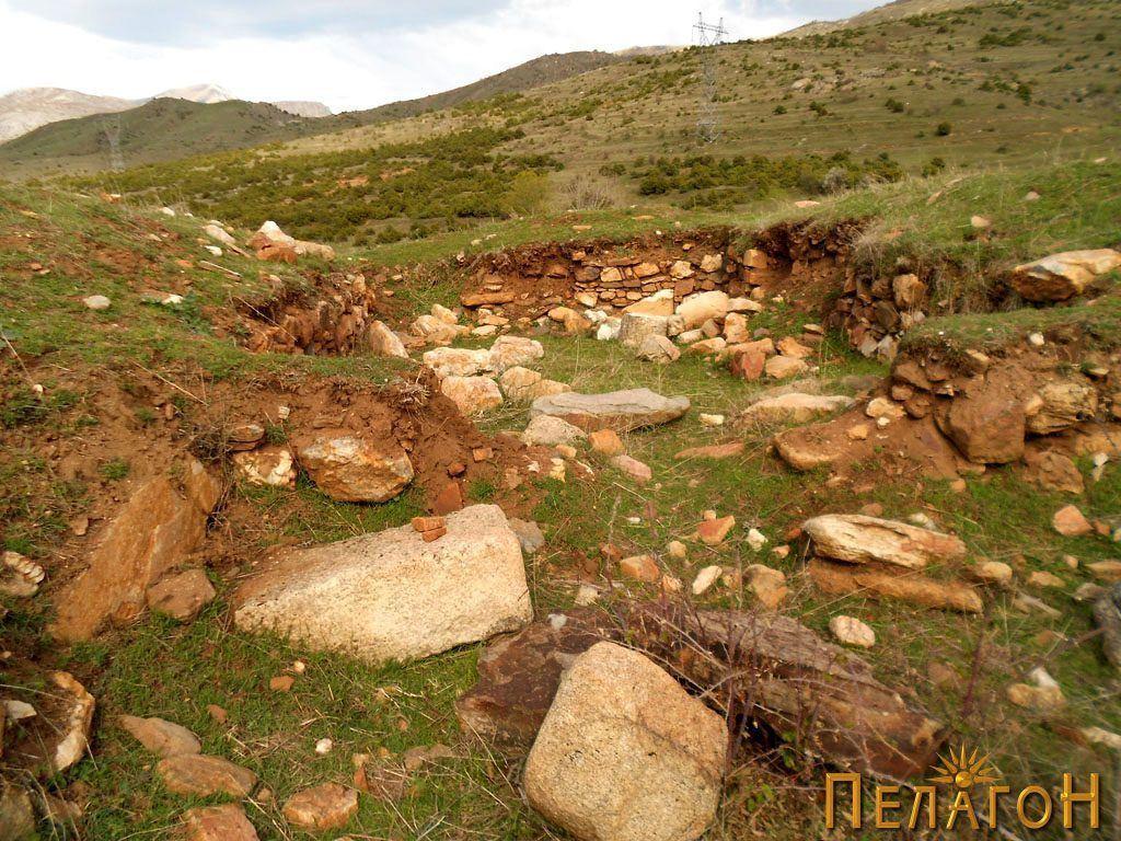 Раскопаната градба на црквата