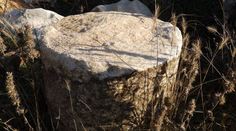 Фрагмент од столб