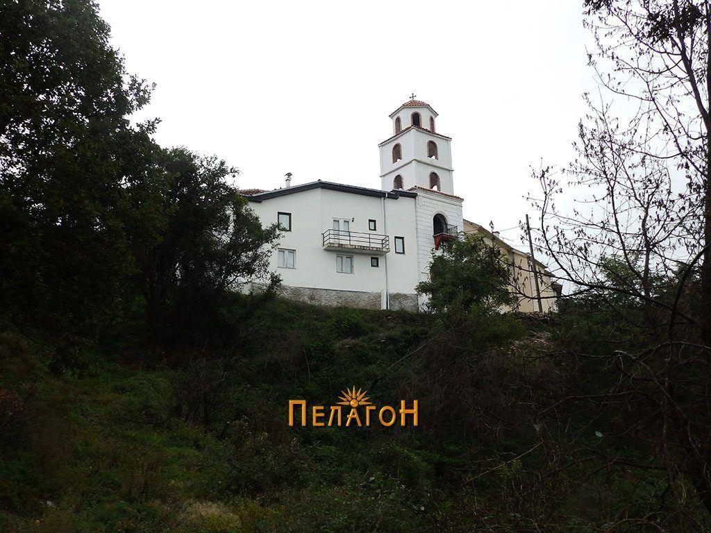 Поречки манастир од југ
