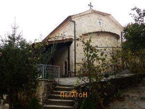 Манастирската црква од југоисток