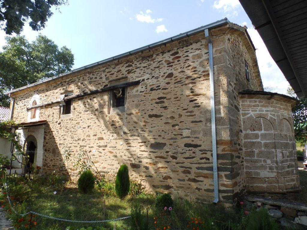 Црквата со апсидата и јужниот ѕид