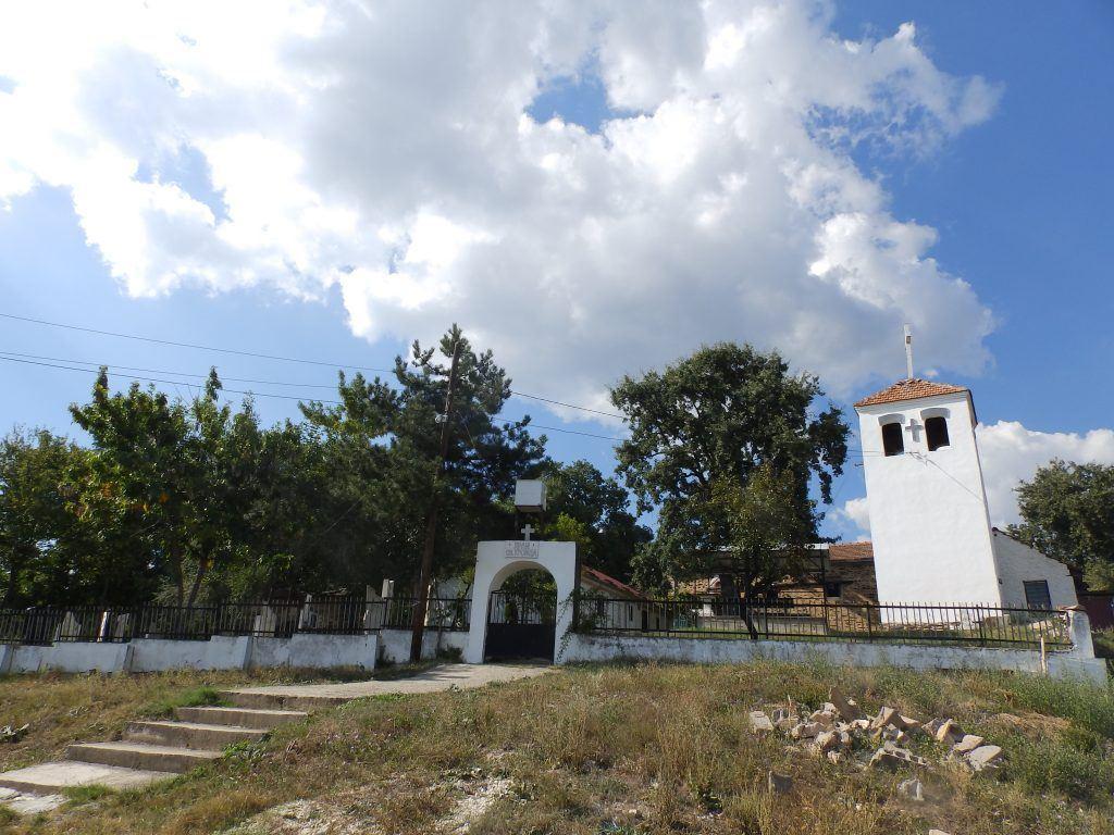 "Црквата ""Св. Троица"" со гробиштата"