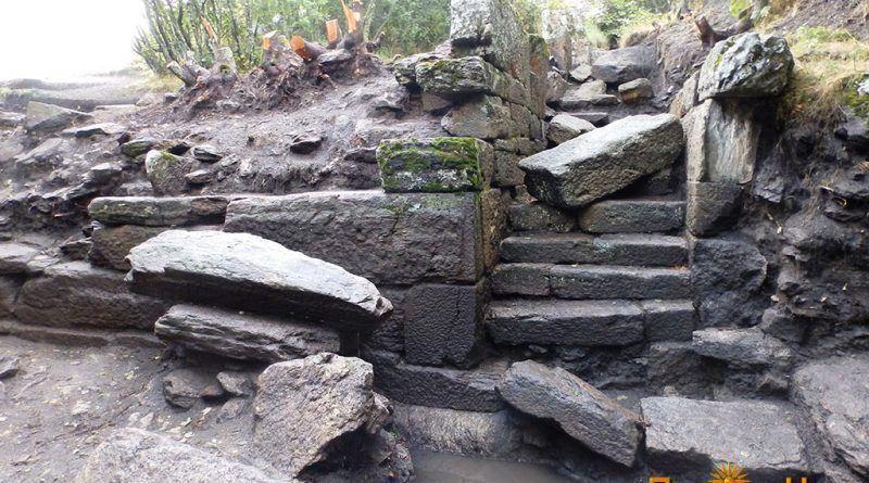 Влезот со скалите