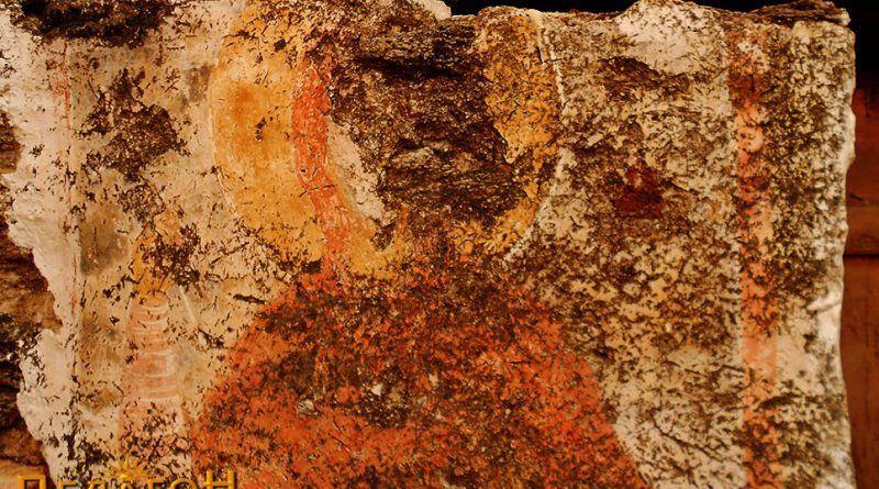 Фигура на светец на северниот ѕид - горен дел