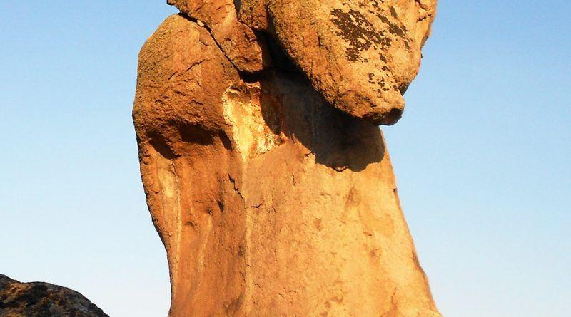 Камениот слон од друг агол