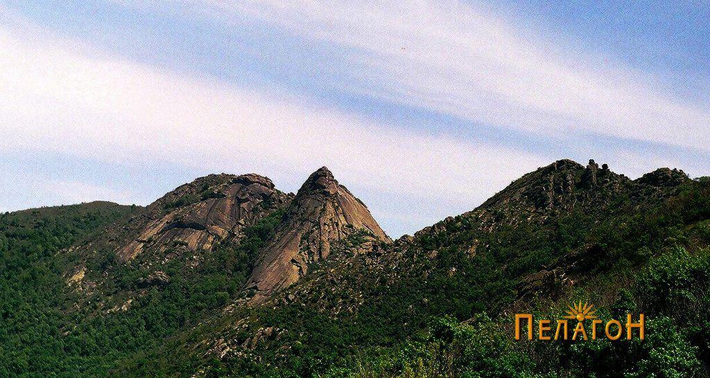 """Врвот """"Единак"""" над селото Дабница - фото од Небрегово"""