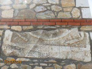 Споменик од северниот ѕид исечен на 16 дела