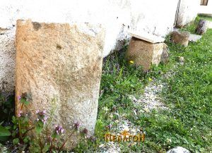 Фрагменти од столбови - пред помошна зграда - Сатока