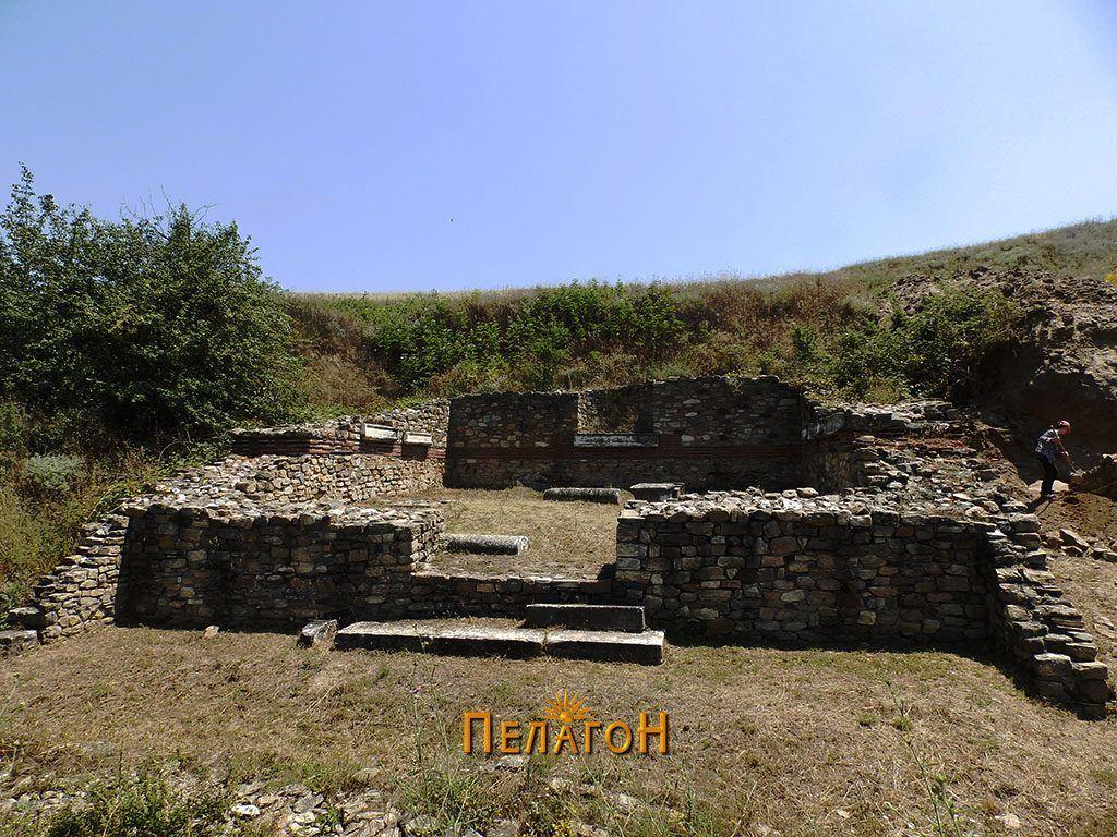 Храмот на Тихе од предната страна