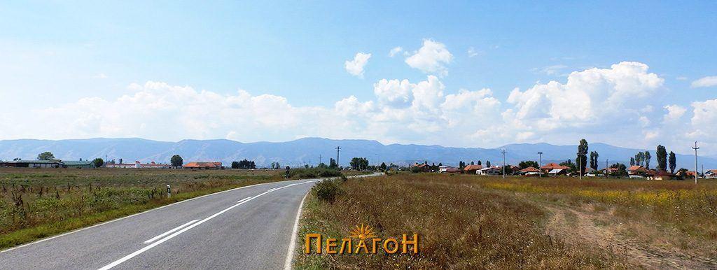 Пред селото Славеј