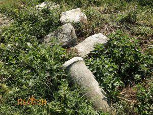 Фрагмент од мермерен столб и други камени блокови од селото
