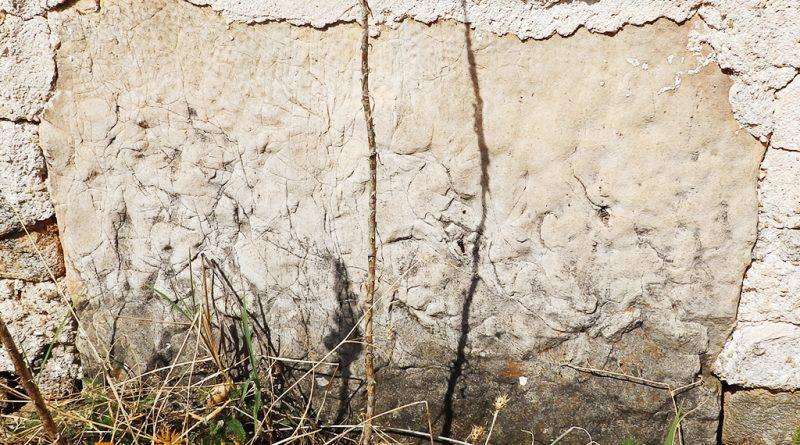 Мермерен елемент без натпис и украсување