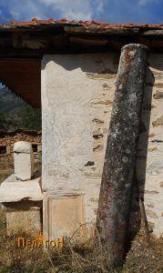 Поголем столб од мермер и други антички споменици кај црквата