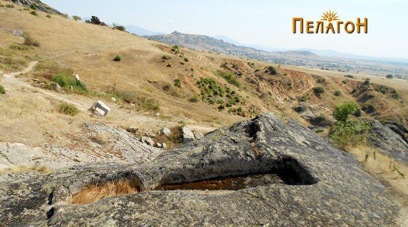 Винарник во карпа во близина на централната карпа