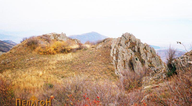 Дел од горната површина на јужната тумба