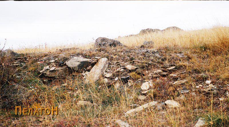 Остатоци од ѕидот на тврдината од исток