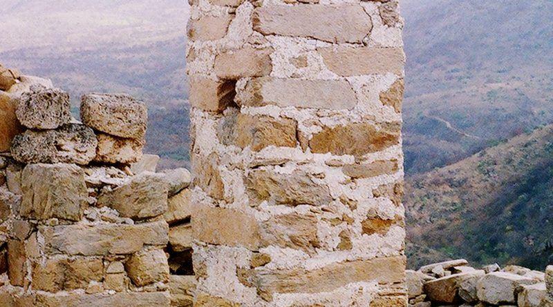 Еден ос столбовите во колонадата