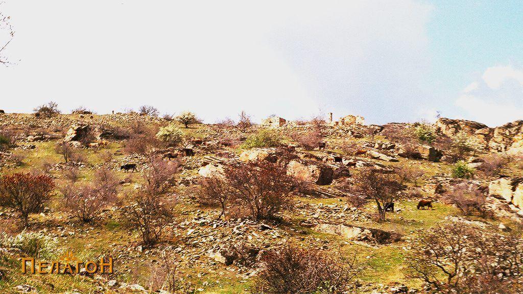 Остатоци од стариот град со ранохристијанските цркви на највисокиот дел