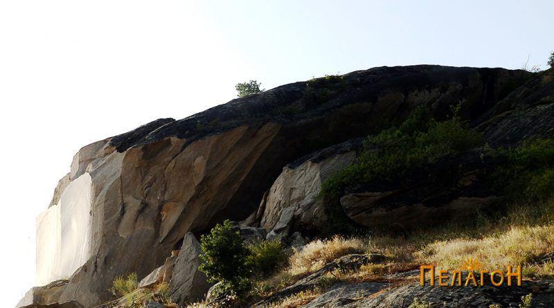 Култната карпа - од исток