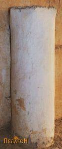 Столб од камен крај јужниот ѕид