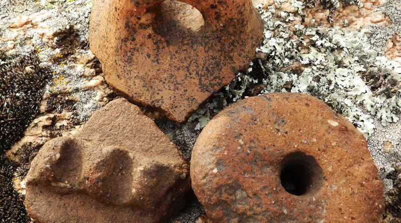 Неколку керамички фрагменти на теренот