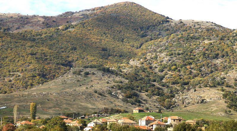 """Дел од селото Крушевица со два клучни археолошки локалитетит - """"Висока"""" и """"Градиште"""""""