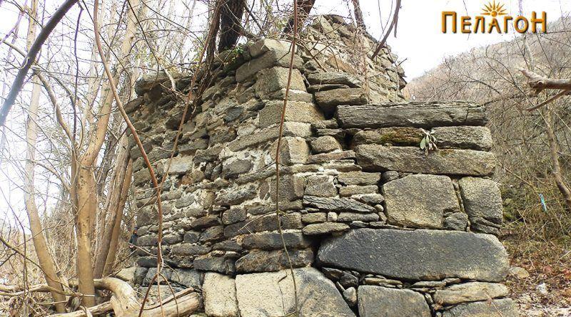Остаток од мостот на Црна Река јужно од Чебрен 4