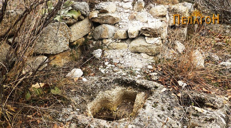 Објектот од мартириумот и дел од ѕидот на градбата