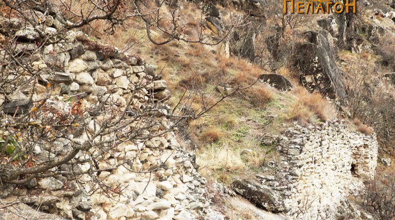 Остатоци од ѕидот на тврдината од јужната страна
