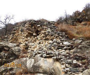Остатоци од ѕидот на тврдината од јужната страна 2