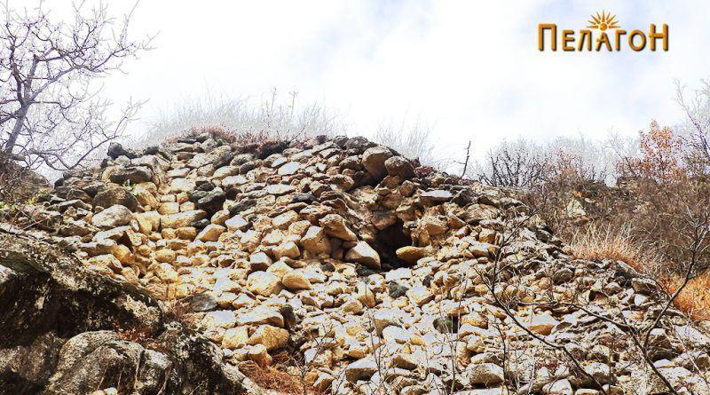 Остатоци од ѕидот на тврдината од јужната страна 4