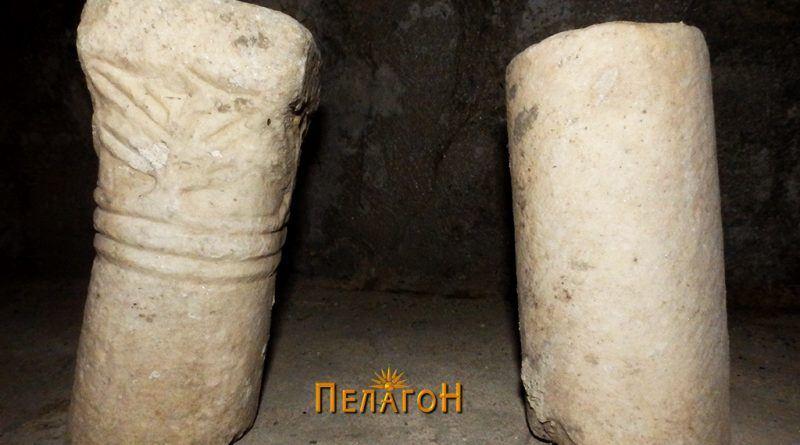Два фрагменти од мермерни столбови со ранохристијанска симболика - мали димензии 2