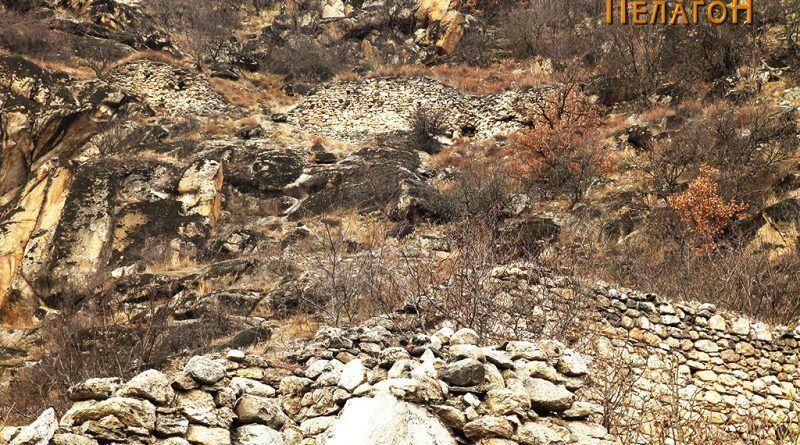 Остатоци од ѕидот на тврдината од јужната страна 6