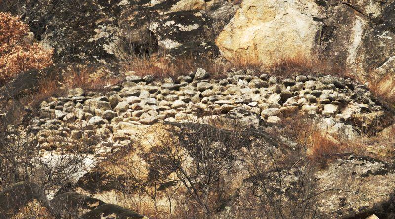 Остатоци од ѕидот на тврдината од јужната страна 9