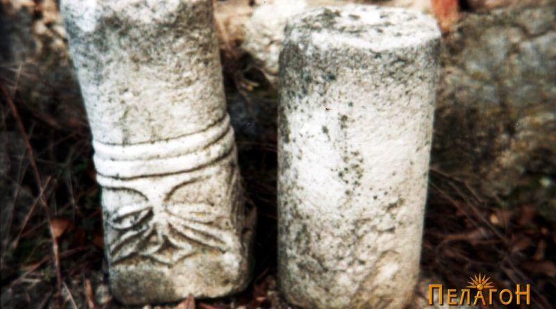 Два фрагменти од мермерни столбови со ранохристијанска симболика - мали димензии