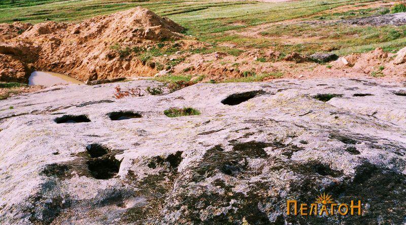 """Траги во карпа од стара конструкција во близина на """"Грамаѓе"""""""