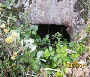 Гробница 2 - влезот во капини