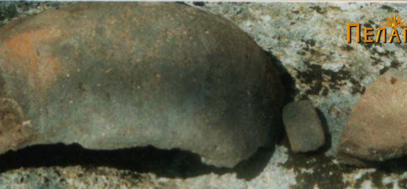 Фрагмент од поголем керамички сад со траги од рачката