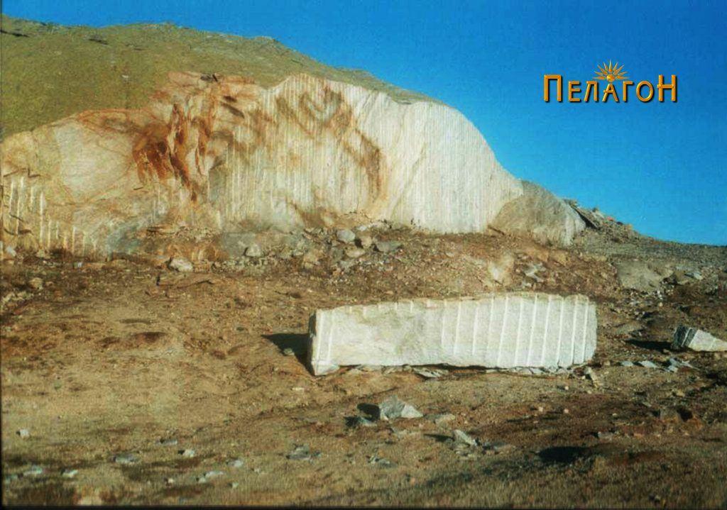 """Една од пресечените карпи на """"Казан"""" при експлоатацијата"""