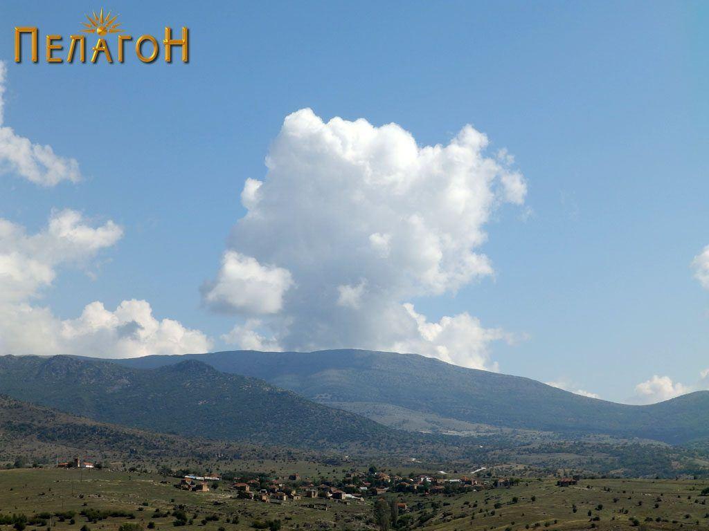 Селото Дуње со неговиот атар - поглед од запад