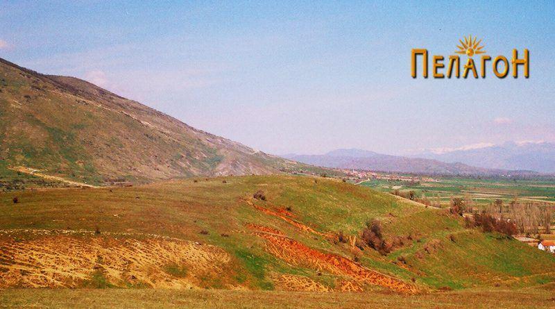 """Ридот кој се спушта од """"Кале"""" - кон селото Бучин"""
