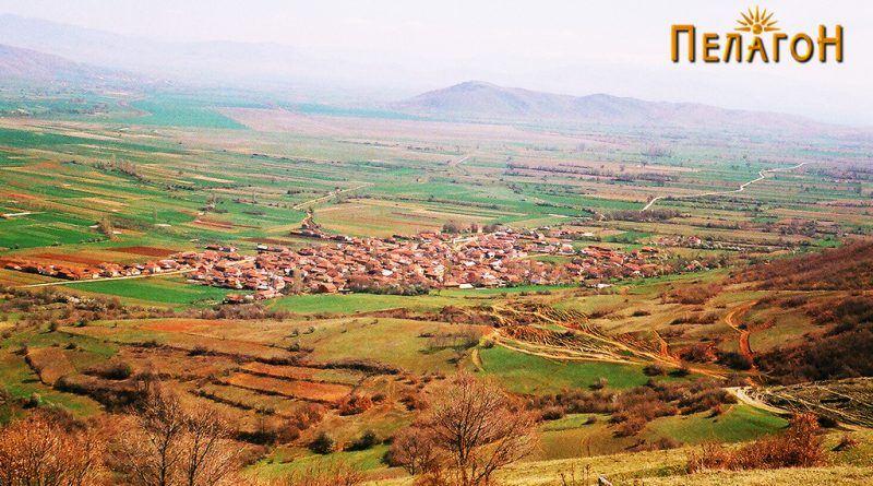Поглед кон селото Трновци