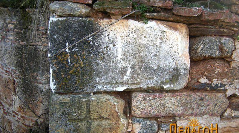 Мермерни блокови во старата црква