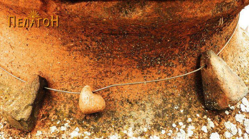 """""""Гердан""""од керамички тегови во различни форми на грлото на питосот"""