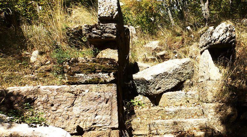 """Влезот со скалите во """"кралската палата"""" - ан-фас"""
