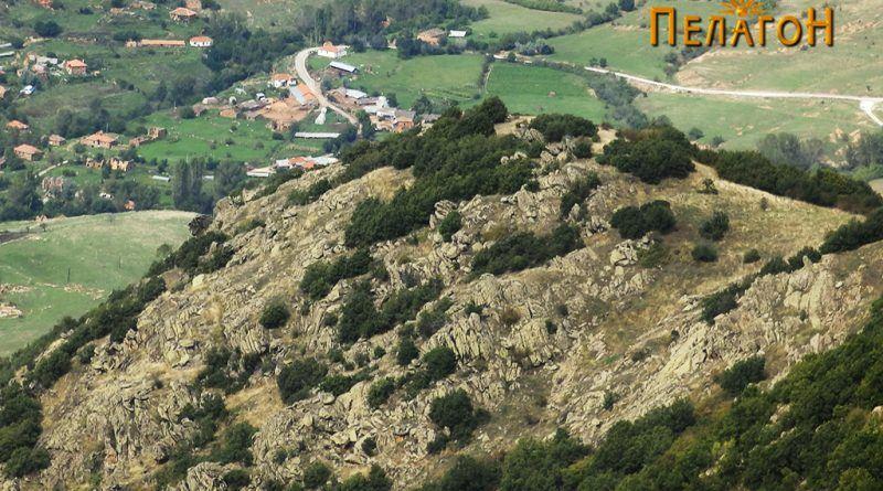 На помалиот врв Цветково откај селото Бонче имало помошно утврдување